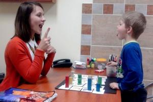 Logopedzi: dzieci mają problemy nie tylko z mową, ale też z komunikacją. Dlaczego?