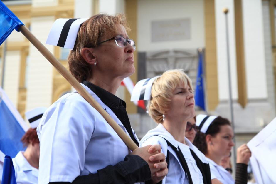 """""""Solidarność"""" skarży podwyżki dla pielęgniarek, bo z tym związkiem nie rozmawiano"""