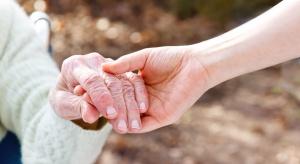 Aby pomóc osobie z alzheimerem trzeba wejść w jej przeszłość