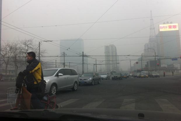 Pekin spowije smog. W skali kraju zabija prawie 4,5 tys. Chińczyków dziennie
