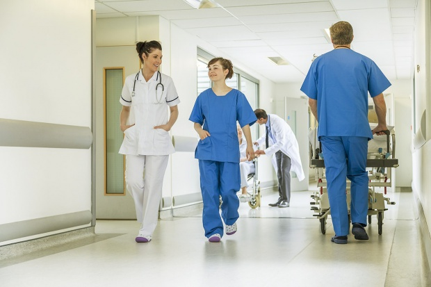 Kuszenie szpitali tańszymi ubezpieczeniami wzajemnymi