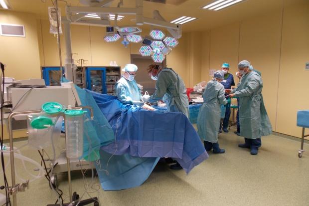 Warszawa: ortopedzi operowali z wykorzystaniem technologii 3D