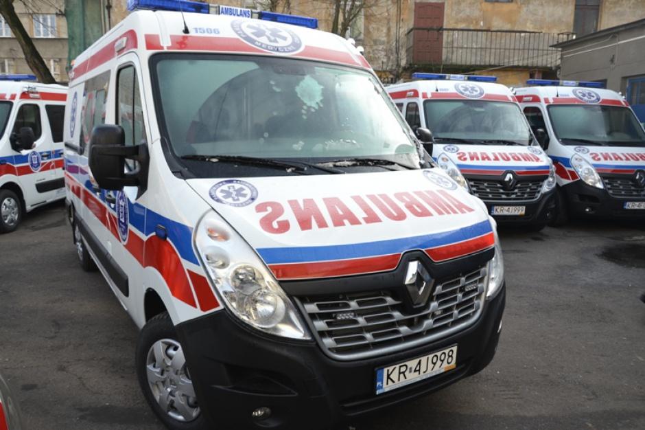 Krakowskie Pogotowie Ratunkowe koordynuje transport pacjentów po burzy w Tatrach. Informuje na bieżąco o akcji