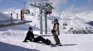 WHO: rządy powinny rozważnie podchodzić do planów na sezon narciarski