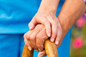 Opieka paliatywna: nakłady rosną, ale nie nadążają za potrzebami