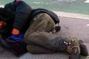 """Białystok: """"Zareaguj - nie pozwól zamarznąć"""". Strażnicy miejscy pomagają bezdomnym"""