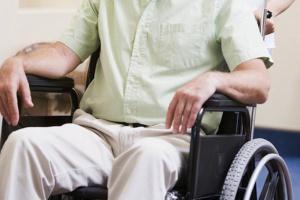 CBOS: co trzeci niepełnosprawny narzeka na dostęp do opieki zdrowotnej