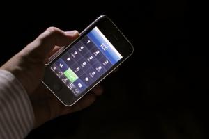 Smartfon siedliskiem zarazków. Jak często go czyścić?
