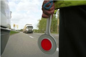 Kalisz: policja szkoliła ratowników i kierowców karetek nt. bezpieczeństwa na przejazdach kolejowych
