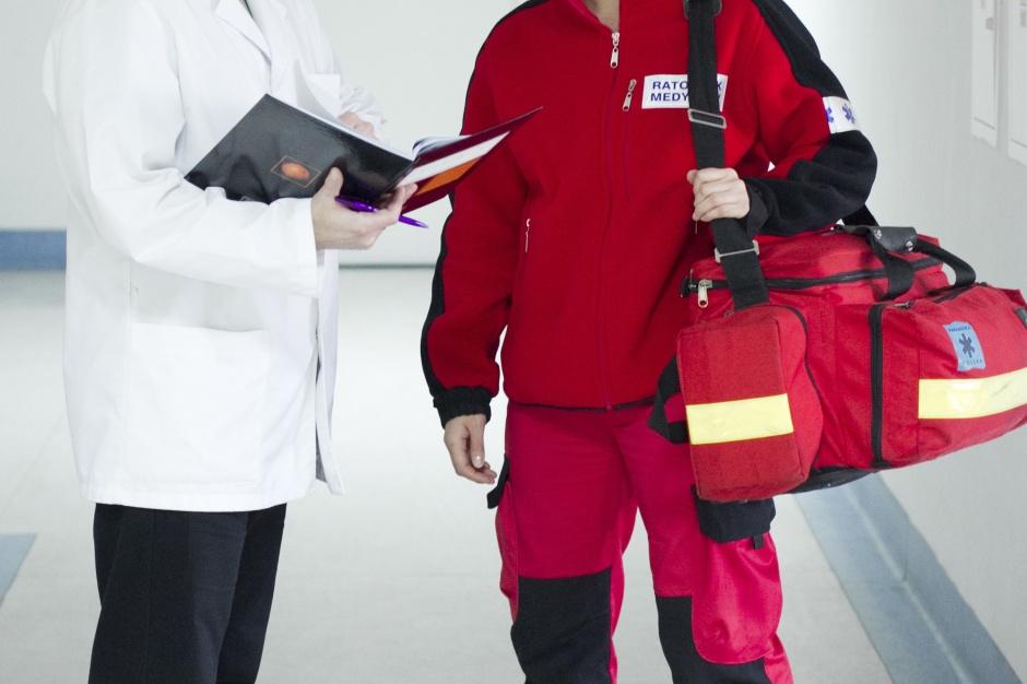 MZ apeluje do honoru dyrektorów szpitali ws. podwyżek dla ratowników