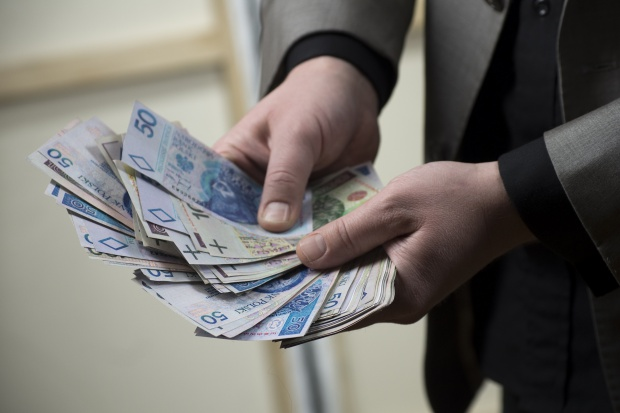 Łódź: pracownicy NFZ z premiami, nagrodami i podwyżkami