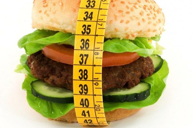 Jeden dzień bez diety w tygodniu nie utrudni odchudzania