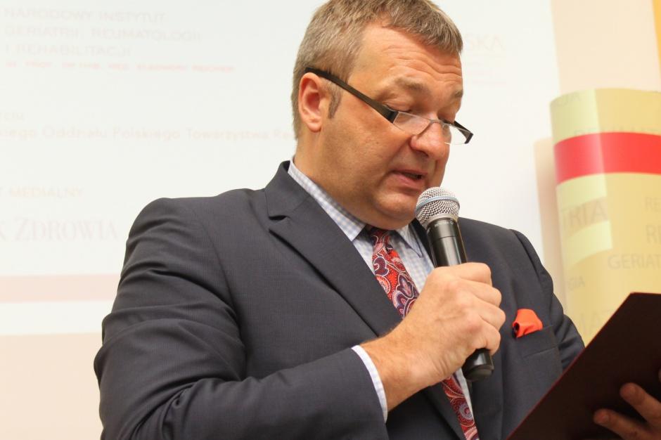 Tombarkiewicz: rezygnacja ze specjalistycznych zespołów ratownictwa - stopniowa