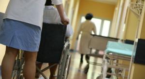 Podlaskie: za mało pielęgniarek i położnych, nie powinny wykonywać prac pomocniczych