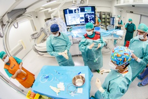 Doskonalili procedury neuroradiologii interwencyjnej u pacjentów z tętniakami mózgu