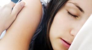 Naukowcy zapewniają: lepiej chodzić spać w dobrym humorze