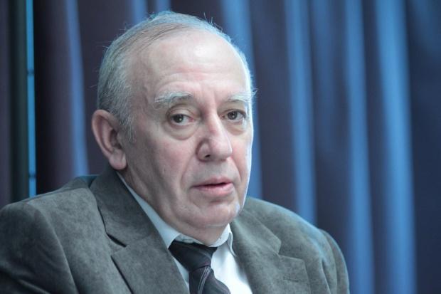 Sandauer przeciwko zatrudnianiu lekarzy na umowach śmieciowych