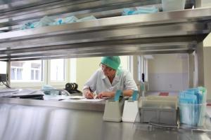 Outsourcing w odwrocie: dlaczego szpitale rezygnują z zewnętrznych usług