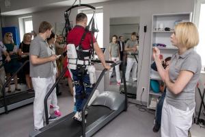 Bydgoszcz: opracowali egzoszkielet dla dzieci w całości wydrukowany na drukarce 3D