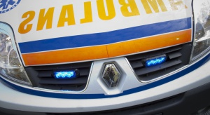 Poznań: karetka zderzyła się z betoniarką, dwóch ratowników lekko rannych