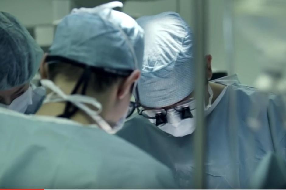 Katowice: pacjent po jednoczesnym przeszczepie płuc i wątroby wraca domu