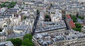 Francja: w Paryżu noszenie masek będzie obowiązkowe także w otwartej przestrzeni