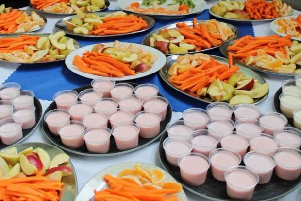 Bolonia: na drugie śniadanie w szkole tylko owoce i warzywa, rodzice są przeciw