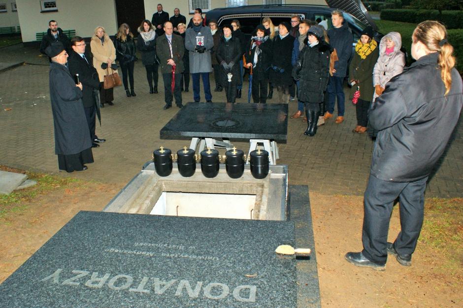 Olsztyn: lekarze i studenci medycyny pożegnali prochy donatorów