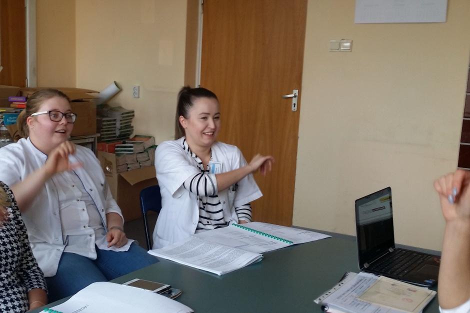 Obowiązkowy dostęp do tłumacza w ratownictwie? NiK pozytywnie o propozycjach zmian
