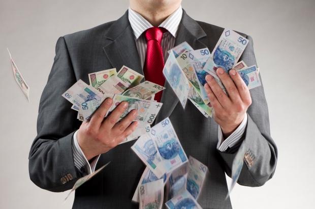 Wiceminister finansów zapewnia: są pieniądze na wynagrodzenia