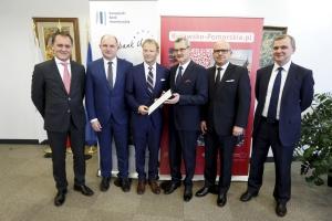 Warszawa: podpisali umowę kredytową na rozbudowę toruńskiego szpitala