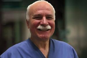 Nowatorska operacja w Łodzi: zastawkę serca lekarze wycięli z jelita