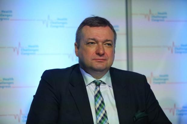 Wiceminister zdrowia: po zmianie systemu 135 karetek straci uprawnienia