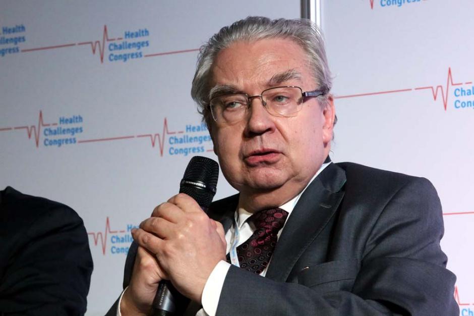 Prof. Kucharz: zaszczepienie jest stanem, który naśladuje zakażenie i ma wywołać odporność