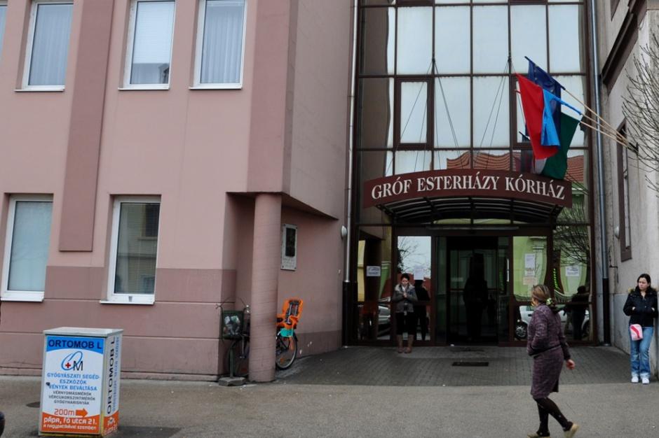 Węgry: TK dopuścił czasowe odbieranie dzieci rodzicom odmawiającym szczepień