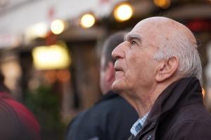 Eksperci: kłopoty ze słuchem szczególnie przyczyniają się do niesprawności seniorów