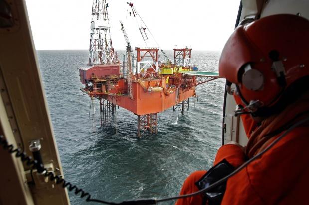Raz po raz śmigłowiec ratowniczy wylatywał do akcji na morzu