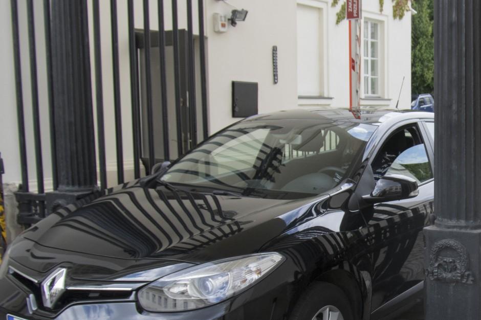 BOR przyznaje: auta ministerialne nie powinny parkować na miejscach dla niepełnosprawnych
