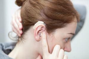 Problemy ze słuchem ma nie tylko coraz więcej seniorów, ale i dzieci