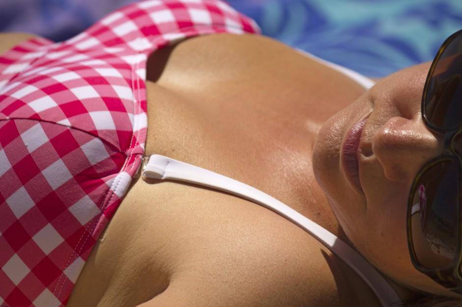 GIS przypomina: zbyt długie przebywanie na słońcu może prowadzić do oparzeń