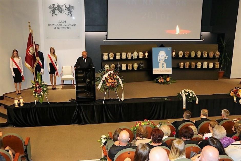 Śląskie: pochowano osoby, które oddały swoje ciała uczelniom medycznym