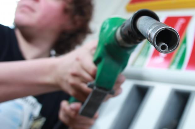 KE upomina Polskę w sprawie oparów na stacjach paliw