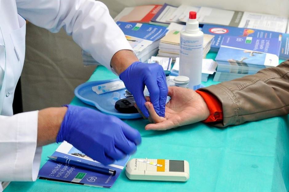 Eksperci apelują o priorytetowe szczepienie przeciwko COVID-19 osób z cukrzycą