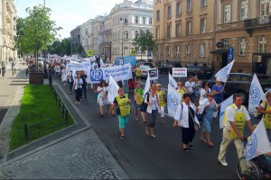 Pracownicy medyczni protestowali przed Sejmem ws. minimalnych wynagrodzeń