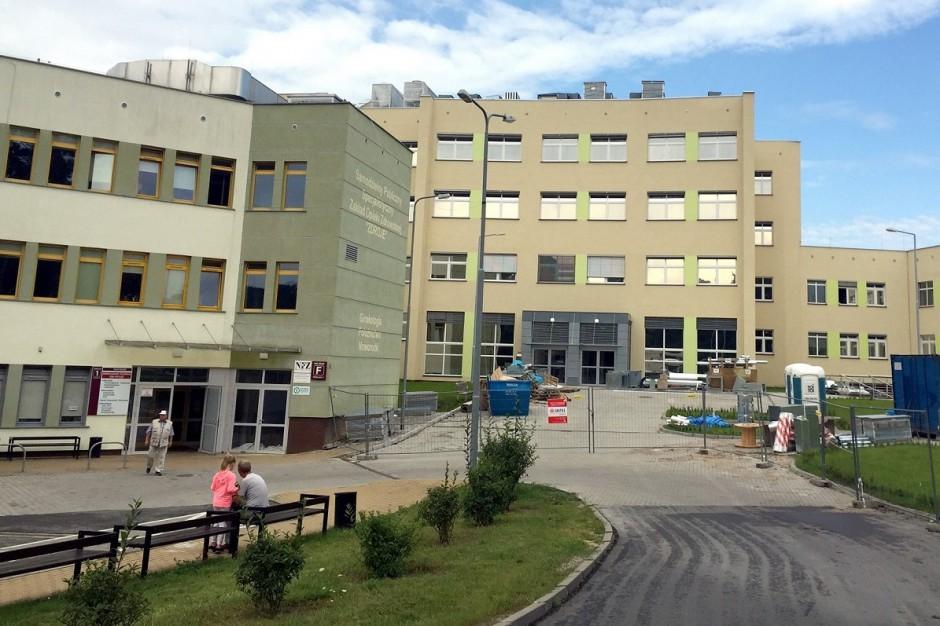 Szczecin: w szpitalu w Zdrojach zoperowali skoliozę  nowatorską metodą