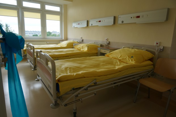 Piaseczno: pacjentka wypadła z okna szpitala, nie żyje