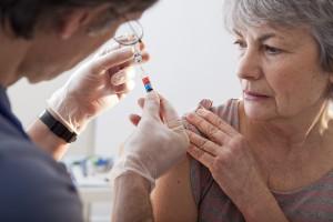 Przeciwnicy szczepień manifestowali przed Okręgową Izbą Lekarską w Łodzi