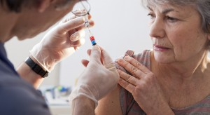 Eksperci: nawet stulatkowie szczepią się przeciw grypie