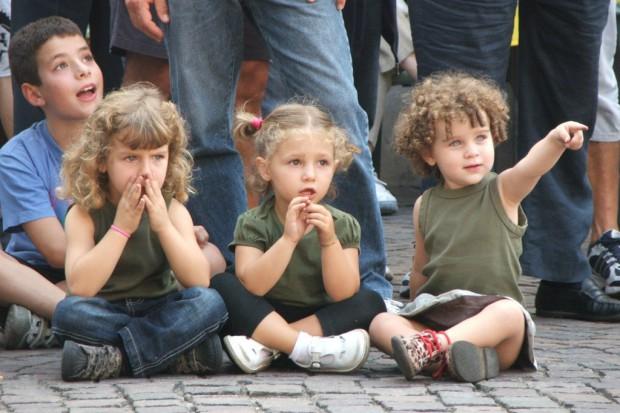 Włochy: wymagają szczepień dzieci w żłobkach i przedszkolach, rodzice protestują