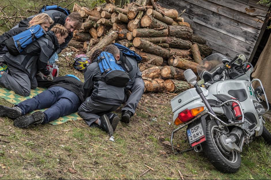 Wielka Brytania: lekarz otworzył klatkę piersiową na miejscu wypadku, uratował motocyklistę
